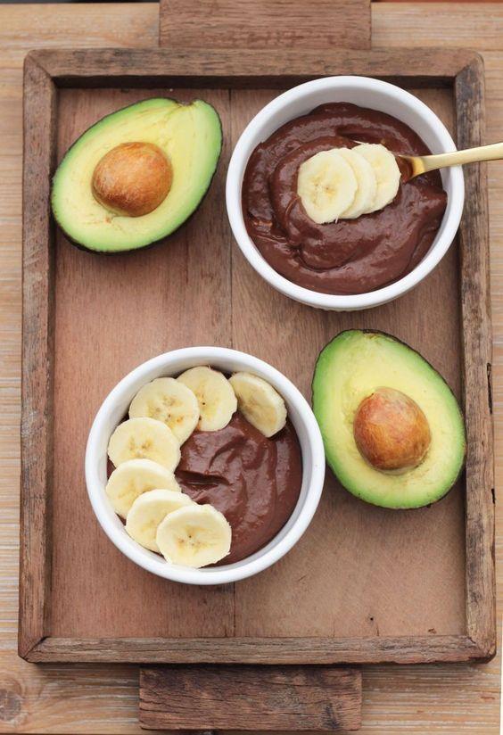 Avokadonun içindeki protein, spor öncesi için oldukça verimli bir kaynak.  Kourtney Kardashian'ın Avokadolu Pudingi  Hazırlanma Süresi:   5 dakika  Pişirme süresi:  5 dakika  2 kişilik