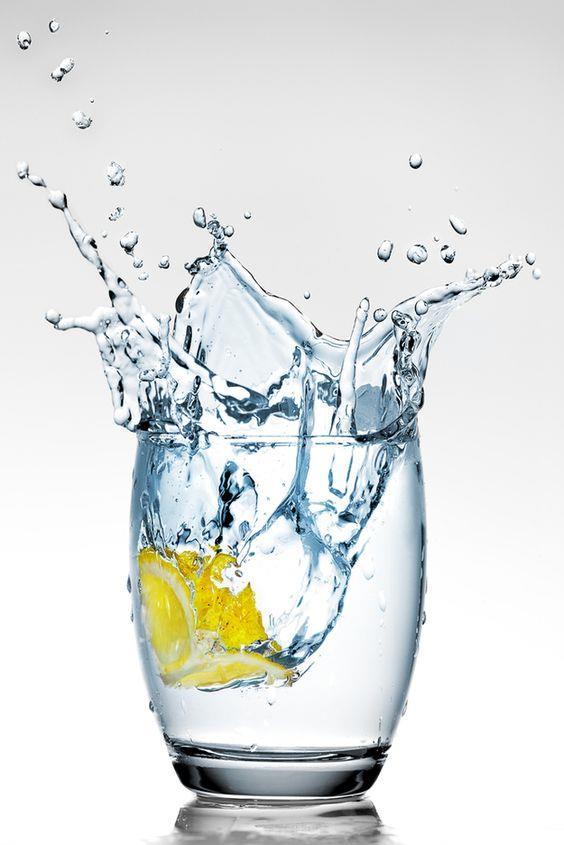 Su  Günde 2 litre su tüketimi güçlü tırnaklara sahip olmanıza yardımcı olacaktır.