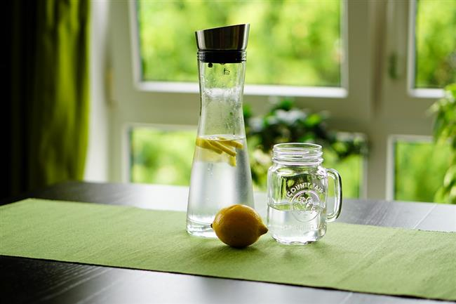 2. Gün  Sabah: Bir bardak ballı ve limonlu su, 2 adet yağsız dil peyniri, 2 adet salatalık  Öğle: Bir dilim kızarmış çavdar ekmeği, Bir porsiyon haşlanmış kabak (az yağlı kıyma ilave edilebilir)