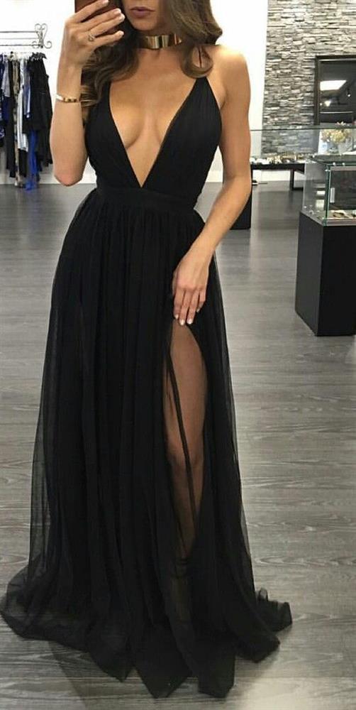 Siyah Elbiseler  Her zaman asil olan siyah renk bu yaz da düğünlerin vazgeçilmezi.