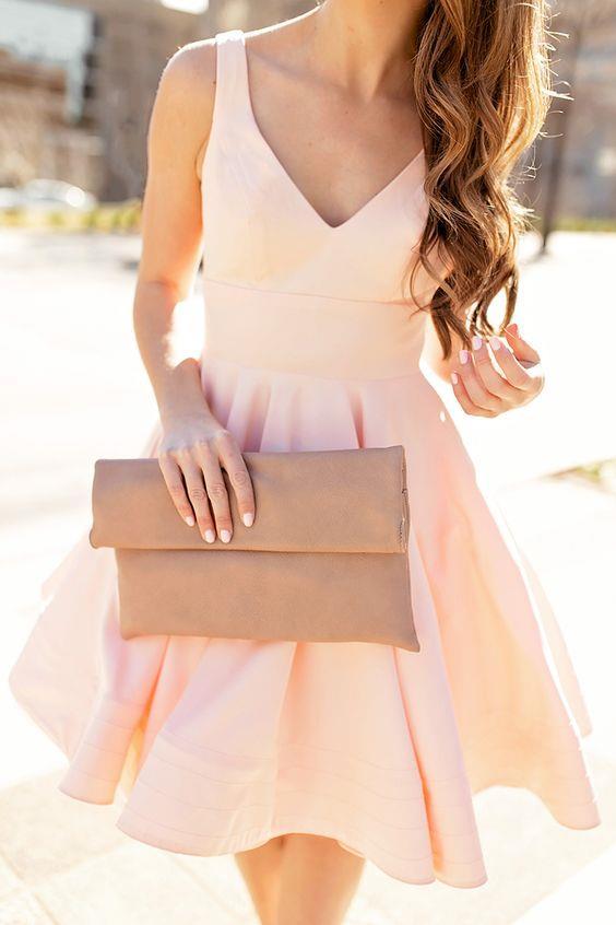 Açılan düğün sezonunda davetler için kıyafet seçmekte sıkıntı mı seçiyorsunuz ? Bu senenin trendi olan abiye kıyafetleri sizin için derledik…  Kaynak Fotoğraflar: Pinterest