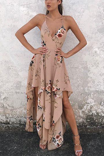 Çiçekli Elbiseler  Abartıdan uzak ama şık olan çiçekli elbiseler yaz düğünleri için oldukça doğru bir seçim.