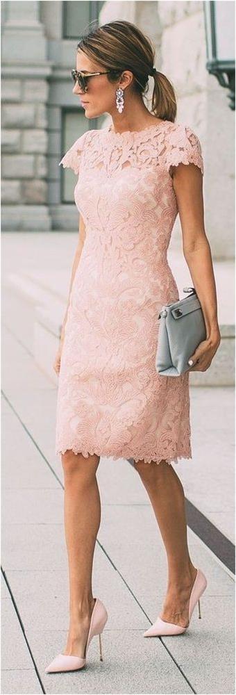 Dantelli Elbiseler  Hem şık hem de sade olmak isteyenler için bu yaz en doğru tercih dantelli küçük elbiseler.
