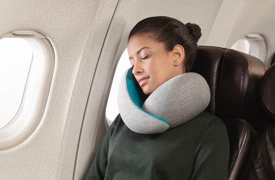 Boyun Yastığı  Ufak boydaki boyun yastıkları, seyahatiniz esnasında size boyun ağrısı yaşamadan yolculuk yapmanızı kolaylaştıracaktır.