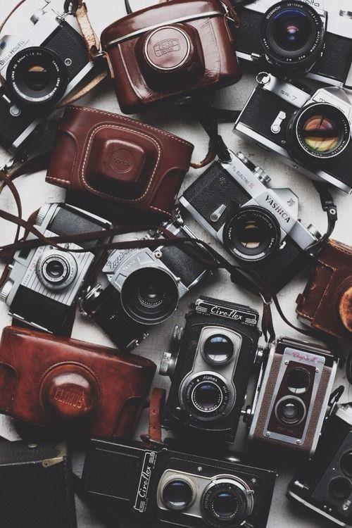 Fotoğraf Makinesi  İlk kez gidilen yerlerin fotoğrafını kim çekmek istemez? Bu yüzden yanınıza anılarınızı ölümsüzleştirmek için bir fotoğraf makinesi almalısınız.