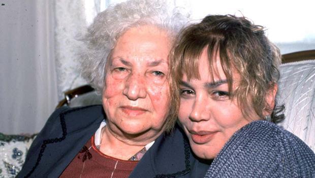 Sezen Aksu  Sezen Aksu'nun annesi Şehriban Yıldırım eğitimci