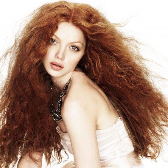 Kadınların korkulu rüyası olan saç kabarmasının önüne geçmek mümkün. Güzellik rutininize dahil edeceğiniz 10 ipucu sizi kabaran saçlardan kurtaracak...  Kaynak Fotoğraflar: Pinterest, Pexels