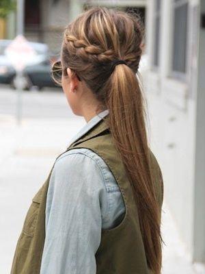 El kremi kullanın  Gün içinde at kuyruğun kabarıyor ve ipeksi görünümünü yitiriyorsa cevap çantanda. Eline dağıttığın az bir miktar el kremini saçına yedirerek elektrikli görünümü alabilir ve günü kurtarabilirsin.  Kaynak: Vogue