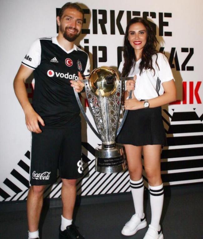 ''Beşiktaş çok güzel şeyleri hak ediyor. Bu sezon, son iki sezondan daha güzel olur umarım. Caner de bu yıl çok iyi dönecek'' dedi.