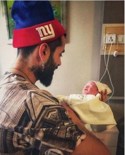 Gökhan Türkmen ve kızı Leyla Ada  Gökhan Türkmen geçen Ocak ayında ikinci defa baba oldu. Kızına Leyla Ada adını verdi.