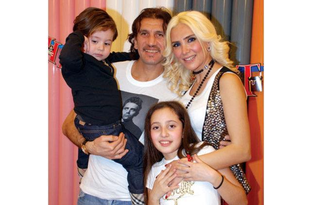 Rüştü Reçber eşi Işıl Reçber ve kızı Tuana, oğlu Mehmet Burak