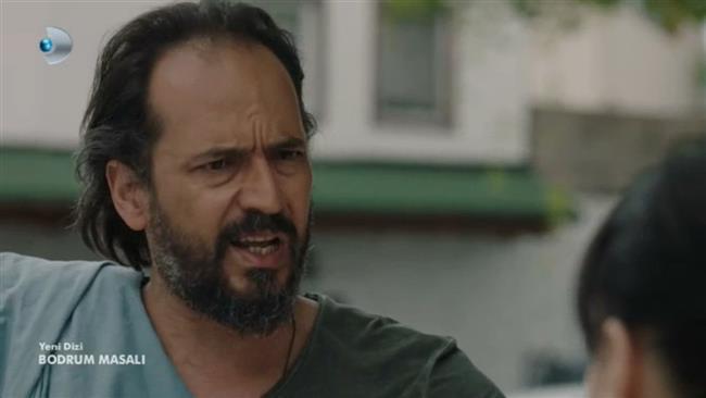 'Bodrum Masalı' dizisinde Faryalı karakterini canlandıran Timuçin Esen, oğluyla ilk kez Bodrum Ortakent'te bulunan bir beachde görüntülendi.