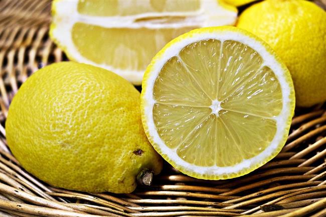 Limon  Soğanları doğrarken dişlerinizin arasında limon dilimi almanız işinizi kolaylaştıracaktır.