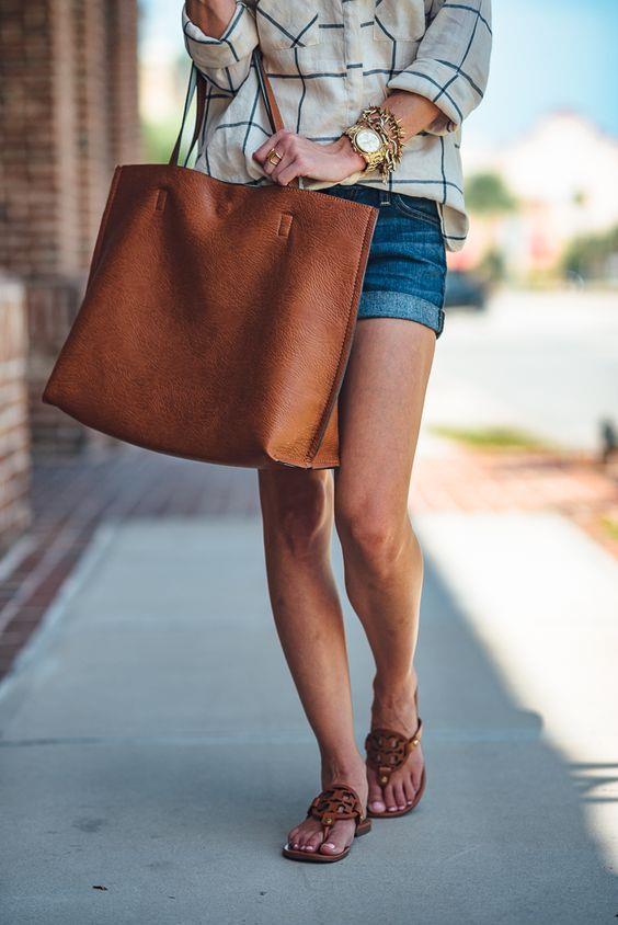 Deri Çantalar  Sıcaklarda kullandığınız deri çantalar derinize temas ettiğinde sizi terletir. Bez çantaları tercih etmelisiniz.