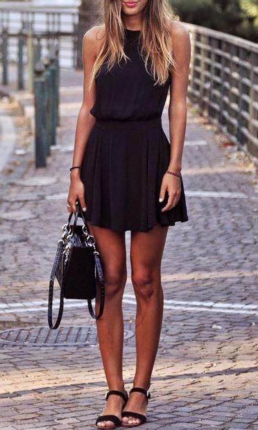 Koyu Renk Kıyafetler  Dolapların vazgeçilmezi olan koyu renk kıyafetler yazın sıcağında sizi pişman edecektir. Açık renkleri tercih etmelisiniz.
