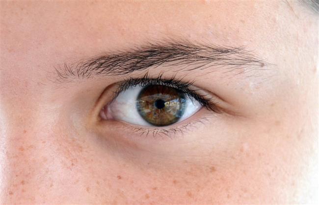 Yaz Döneminde Karşılaşabileceğiniz Göz Problemleri  Yaz mevsiminde göz ve göz çevreniz vücudunuzun dış ortama açık bölgeleri olduğundan güneşten yayılan ultraviyole (morötesi) A ve B radyasyon ışınlarına sürekli maruz kalır. Bu durumda göz sağlığınızı olumsuz etkileyecek problemlerle karşılaşma ihtimaliniz artar. İşte bu problemler…
