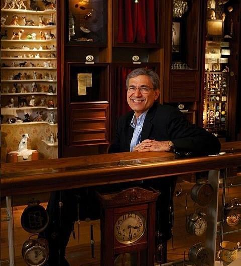 Orhan Pamuk  Nobel ödüllü yazar Orhan Pamuk'un New York'ta evi var. Pamuk, bazı aylarında ABD'de kalıyor.