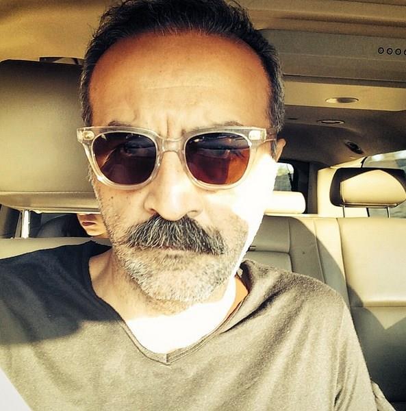 Yılmaz Erdoğan  Oyuncu, yazar ve yönetmen olan Yılmaz Erdoğan da ABD'de evi olan ünlülerden.