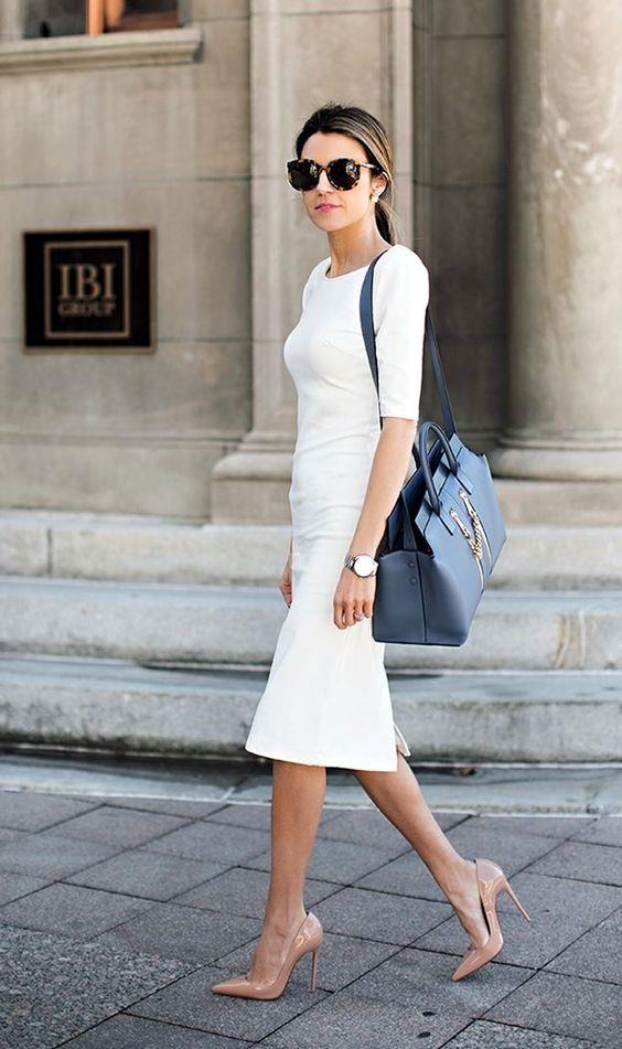 Topuklu Ayakkabılar  Ofis stilinde de rahatlıkla kullanabileceğiniz beyaz elbiseler renkli topuklu ayakkabılar ve kullandığınız aksesuarlarla oldukça şık duracak.