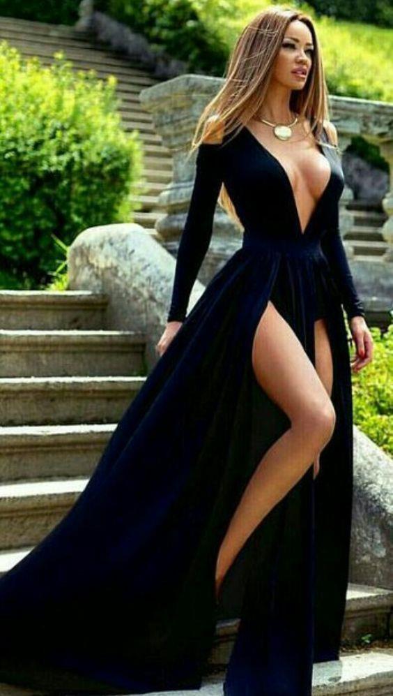 2. Dekolteli Elbiseler  Düğüne gitmiş olduğunuzu unutmamalı abartı dekolteden kaçınmalısınız.