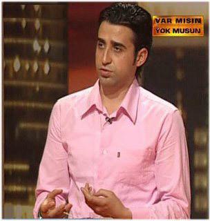 9. Mevlüt Acaroğlu  Katıldığı 'Var Mısın Yok Musun' programında büyük ödül 500 bin TL için yarışan, ancak sadece 10 TL kazanan Mevlüt Acaroğlu, yarışmanın ardından televizyonlarda program yapmaya ve dizilerden teklif almaya başlayınca oldukça popüler oldu.
