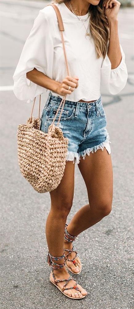 Platform ayakkabılar, sandaletler, geniş gözlükler, taytlar, sentetik ve rahat bluzlar, plastik eşyalar vazgeçilmezleridir. Çevrelerini fazla takmadıklarından her tür parçayı birbiriyle rahatlıkla kombin edebilir.  Alışveriş sırları: Alışverişte bacak boyları, üst bedenlerinden uzun olduğundan, düşük belli pantolonlar ve farklı renklerde taytlara yönelmelidirler.