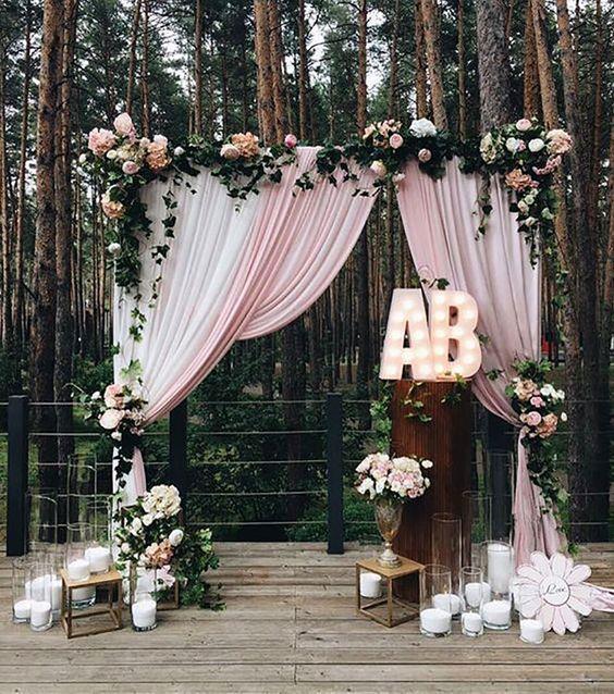 Evinizin arka bahçesinde düğün yapmak samimi bir ortam yaratmak ve hayalinizdeki dekorasyonu gerçekleştirmek  için oldukça güzel bir fikir. Kolay parçalar kullanarak kısa zamanda küçük dokunuşlarla kendi düğününüzü planlayabilirsiniz.   Kaynak Fotoğraflar: Pinterest
