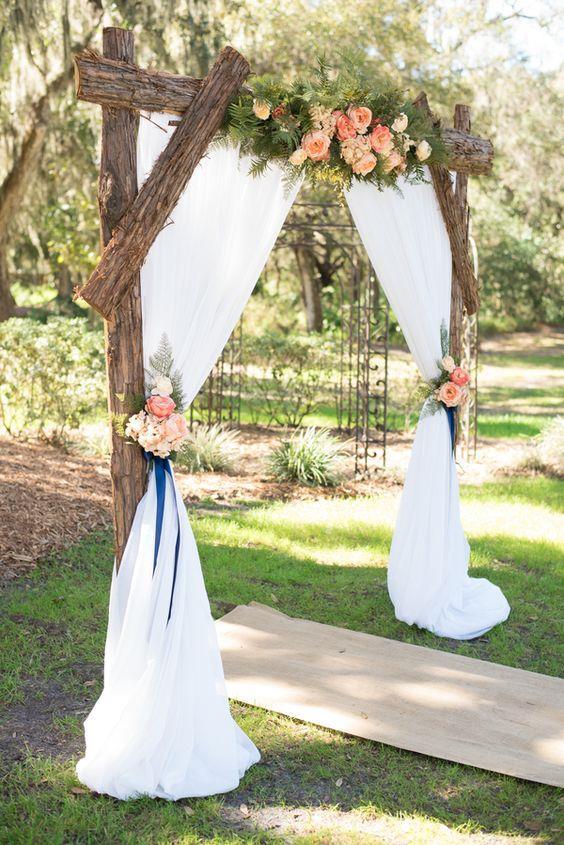 Düğün Kemeri  Kereste ve parçaları, kabartmalı hoş kumaşlar ve tercih ettiğiniz çiçeklerle düğün törenleri için hoş bir ambiyans yaratabilirsiniz.