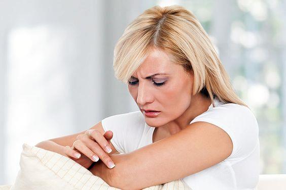 Dirsekler:  Sertleşen ve kararan dirseklerinize de yatmadan önce vazelin sürerseniz hemen etkisini göreceksiniz.