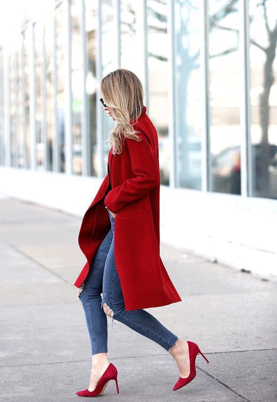 Kırmızı Tonları:  Bu kışın rengi olan kırmızı her tonuyla çok moda. Kazak, elbise, ayakkabı ve çantalarda sık sık karşımıza çıkacak olan kırmızı ve tonları bu sezon renk katacak.