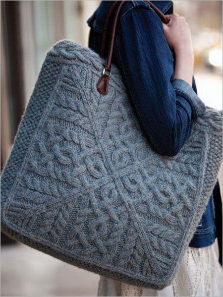 Büyük Çantalar:  Kadınların vazgeçilmezi olan çantalar bu kış modasına ayak uyduruyor. Yazın kullanılan küçük çantalar bu kış yerini büyük çantalara bırakıyor.