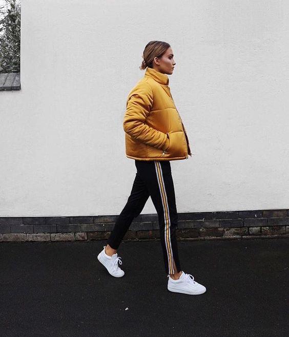 Spor Kıyafetler:  Rahatlık ve şıklığı bir arada isteyenler için bu kış spor kıyafetlere günlük hayatta daha çok yer veriliyor.