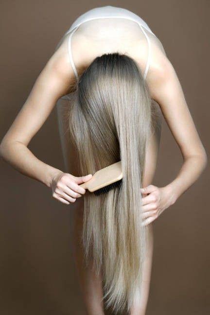 Sağlıklı Saçlar:  Kimyasallarla dolu şampuanların saçlarınızda yarattığı yağlanma, kuruma gibi tüm sorunlardan 1 kaşık karbonata 3 kaşık su ilave edip saçlarınızın uçlarına doğru uygulayarak kurtulabilirsiniz.