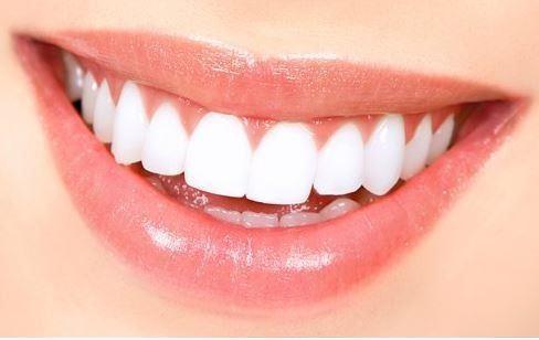 Diş Beyazlatma:  Diş macununuzun üzerine ekleyeceğiniz bir parça karbonatla daha beyaz dişlere ulaşabilirken daha sağlıklı bir gülüş yakalayabilirsiniz.