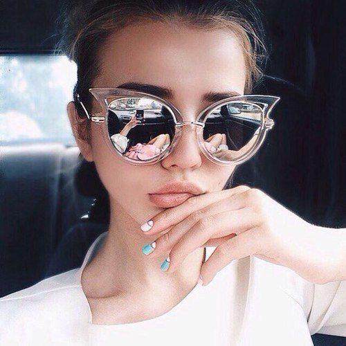 Bu sezon kadınlar stillerini bu trend gözlüklerle tamamlayacaklar. İşte bu sezonun en trend gözlükleri...  Kaynak Fotoğraflar: Pinterest