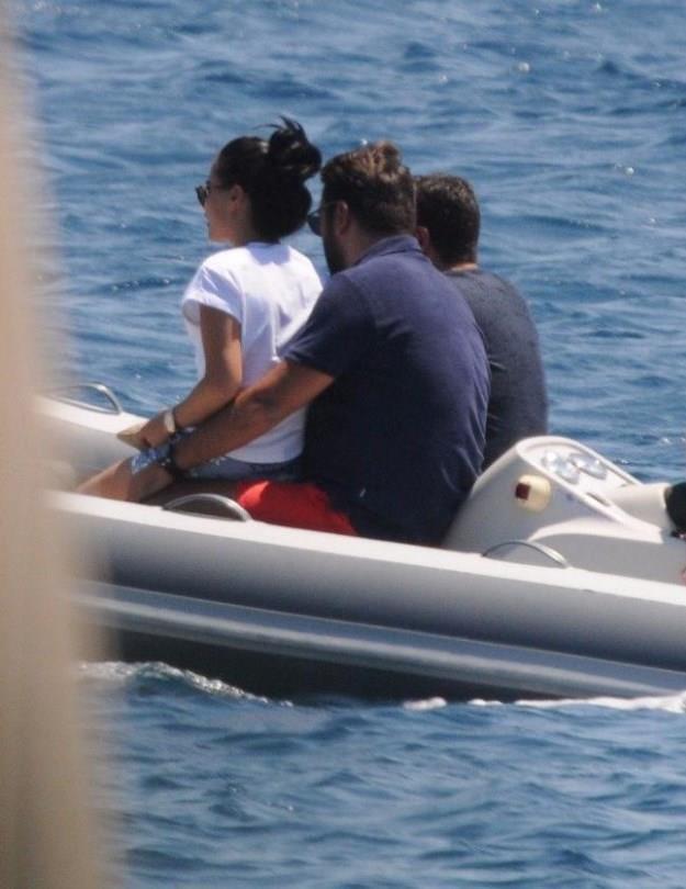 Kahvaltı sonrası bota binip teknelerine geçtiler.