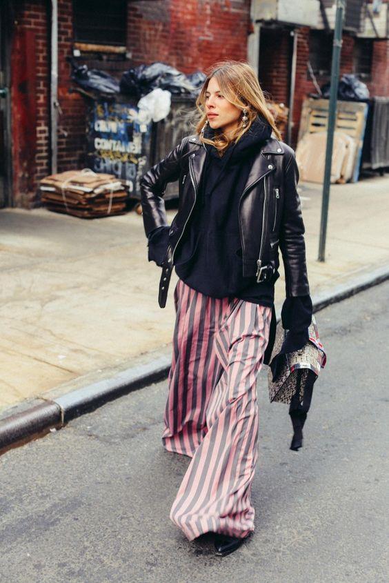 2017 yılında moda tasarımcıları Oversized parçaları ön plana çıkardı, çıkarıyor... Bu 'büyük beden' trendinden pek tabii pantolonlar da nasibini alıyor. 2017 yazından 2018 kışına sirayet eden bu trend, hemen herkesin hoşuna gidecek bir akım değil.   Kaynak Fotoğraflar: Pinterest