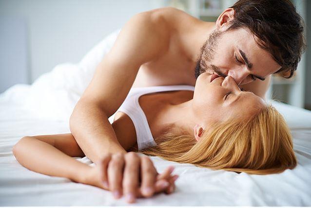 Cinsellik; rahatlamış ve gevşemiş bir halde, sevişmenin ve dokunmanın verdiği hazza odaklanarak, haz alıp haz verebilme, ruhu ve bedeni paylaşabilme, ne olursa olsun bir şekilde boşalabilme bilim ve sanatıdır. Yani cinsellik; iki kişinin yaşadığı duyguların, duyuların, bedenin, ruhun ve hazın paylaşıldığı bir süreçtir ve yaşam döngümüzde genellikle ikinci sırada yer alır.