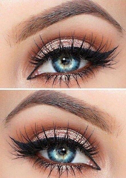 Mavi gözler için far:  Etkileyici bir derinliğe sahip mavi gözler, turuncu ve bronz gibi zıt renklerle tamamlansa da turuncu kullanmak her zaman kullanışlı olamayacaktır. Böyle durumlarda gözlerinizi ortaya en net çıkaracak olan gri tonlara yönelebilirsiniz. Bej, mor, siyah da mavi göz için önerilen farlar arasında.