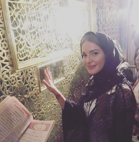 """""""Ebru Şallı ile bir araya gelmemiz artık mümkün değil"""" diyen Akçıl Otilia ile çok mutlu olduğunu belirtti ve """"Kendisi Kuran okuyor, Müslüman olmayı düşünüyor.Ben de kendisine yardımcı oluyorum"""" dedi."""