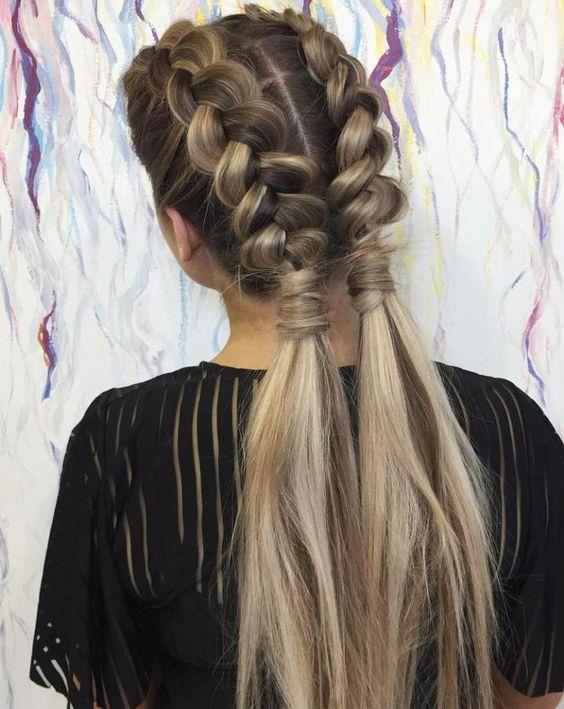 Basit kalın örgülerle saçlarınızı olduğundan daha güzel gösterebilir, zamandan tasarruf ederken şık kalmayı başabilirsiniz.