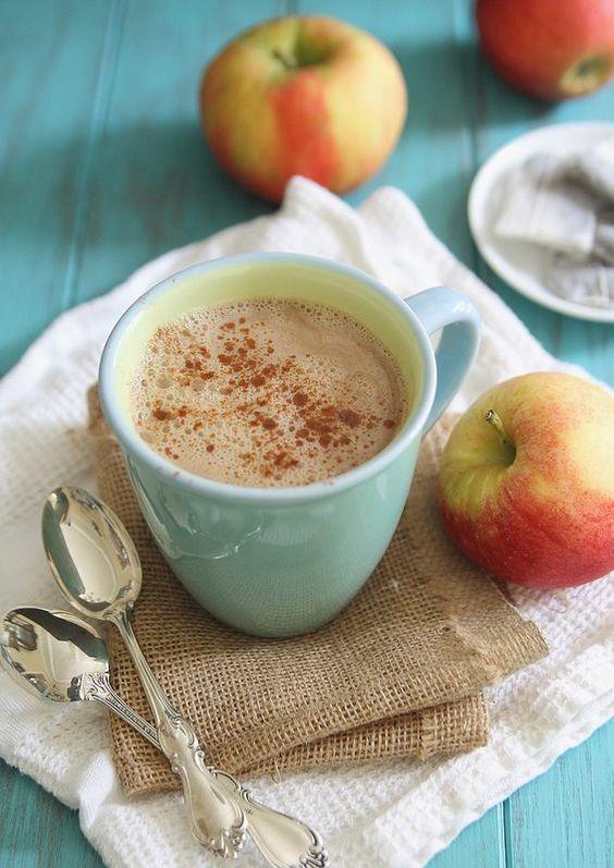Bağışıklığınızı güçlendirin: Elmalı bitki çayı  Gün içerisinde kolayca hazırlayabileceğiniz bu bitki çayıyla bağışıklık sisteminizi güçlendirebilirsiniz. İçine dörde böldüğünüz bir elmayı ve kabuğu soyulmuş limonu ekleyin. Kaynama noktasına gelene kadar karışımı ısıtın. Dilerseniz içine buz atarak serinleyebilirsiniz.