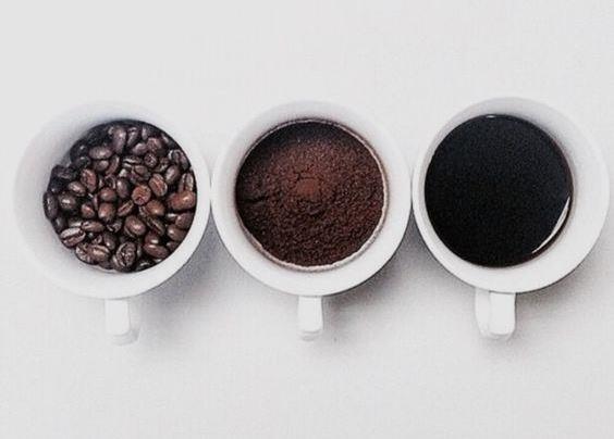 Her evde bulunan basit malzemelerle birleşince, saçlarınız ve cildiniz için harikalar yaratan kahve ile yapabileceğiniz birbirinden pratik maske tarifleri!  Kaynak Fotoğraflar: Mynet, Pinterest