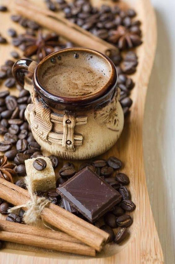 Kahve:  Antipsikotik ilaçların içerdiği etken maddeye göre bazı hastalarda ilaç etkilerini zayıflatırken bazı hastalarda ilaçların yan etkilerini artırabilir.