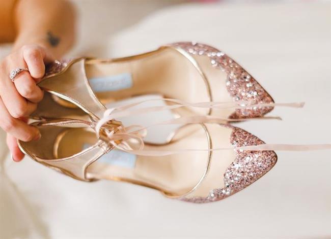 Gelinliğinizi seçtikten sonra düğüne kalan süre zarfında yapılacak en zevkli alışverişlerden biri de gelinlik için ayakkabı modeli seçimidir. Kafanızda hâlâ bir model belirleyemediyseniz bu gelin ayakkabıları size ilham kaynağı olabilir. İşte 2016 yılının enfes gelin ayakkabı modelleri...  Kaynak Fotoğraflar: Pixebay, Pinterest