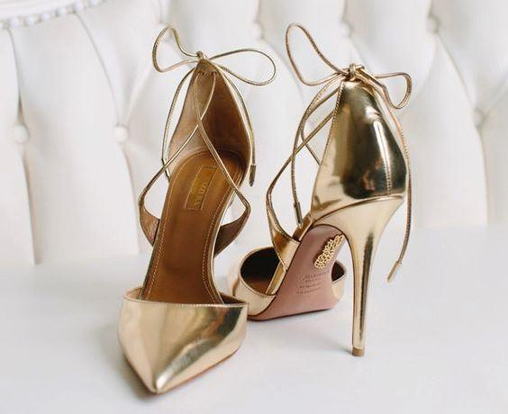 Kimi zamansa ayakkabıyı tek model ile sınırlandırmayıp, düğün için ayrı fotoğraf çekimi için ayrı, birkaç model birden tercih edilebiliyor.