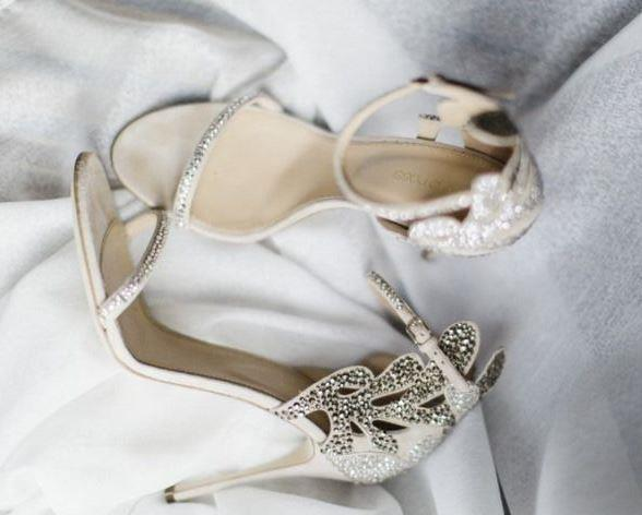 Gelin ayakkabısı modellerine baktığımızda artık klasikleşmişliğin dışında; gelinin şıklığının yanı sıra rahatlığını, ayakkabının şıklığının yanı sıra ise konforunu ön planda tutan bir sürü model mevcut.