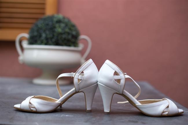 Gelin ayakkabısı modellerinde gelenekselleşmiş modellere alışkın olsak da son yıllarda farklı stillerde karşımıza çıkmıyor değil.