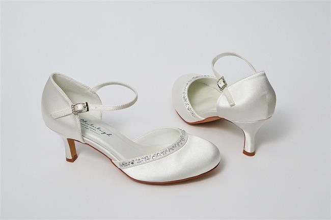 Gelinlik stilinizde tercih ettiğiniz detaylara göre ayakkabı stilinizde değişiklik gösterecek elbet.