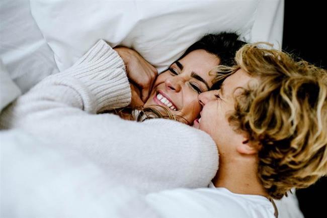 Seks yaparak 5 kilo verin!  Seks gerçekten kilo vermeye yardımcı mı, seks yaparken aynı zamanda egzersiz yapmış olur musunuz? Bu soruların yanıtlarını psikolog Meliha Karayay ve diyetisyen Nil Şahin tartıştı...  Kaynak Fotoğraflar: Pinterest